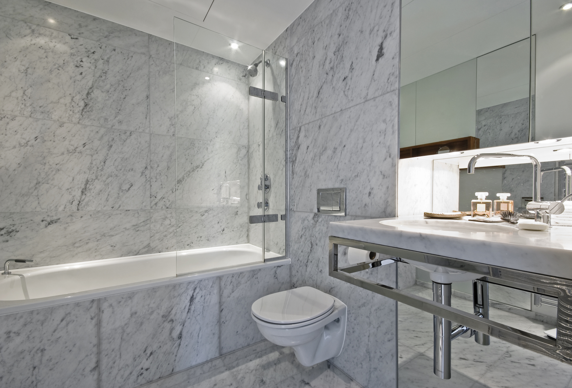 luxury en-suite bathroom design